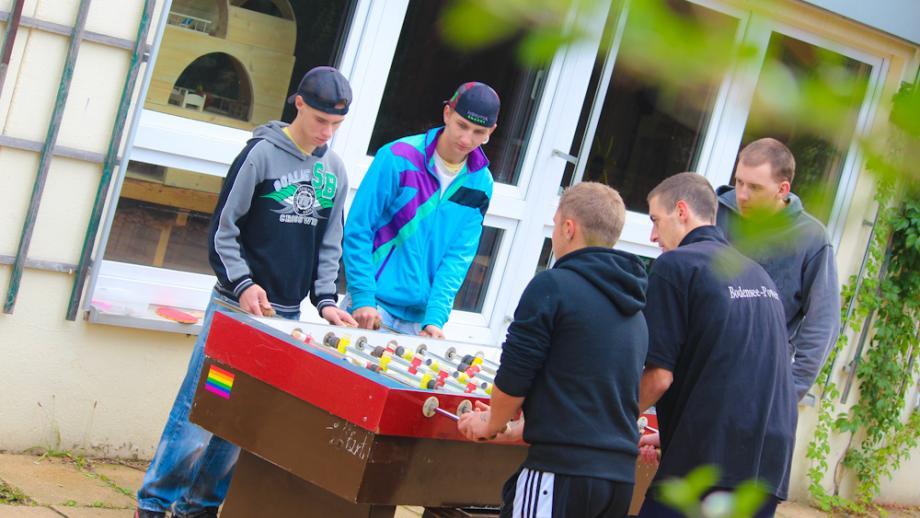 Jugendliche beim Sporttag der Integrationsgesellschaft Sachsen gGmbH